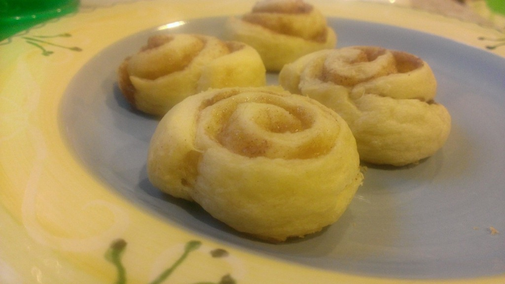 Mini cinnamon rolls from crescent rolls